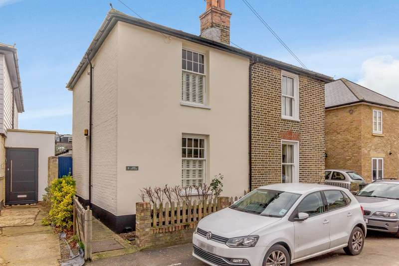 2 Bedrooms Semi Detached House for sale in Teddington