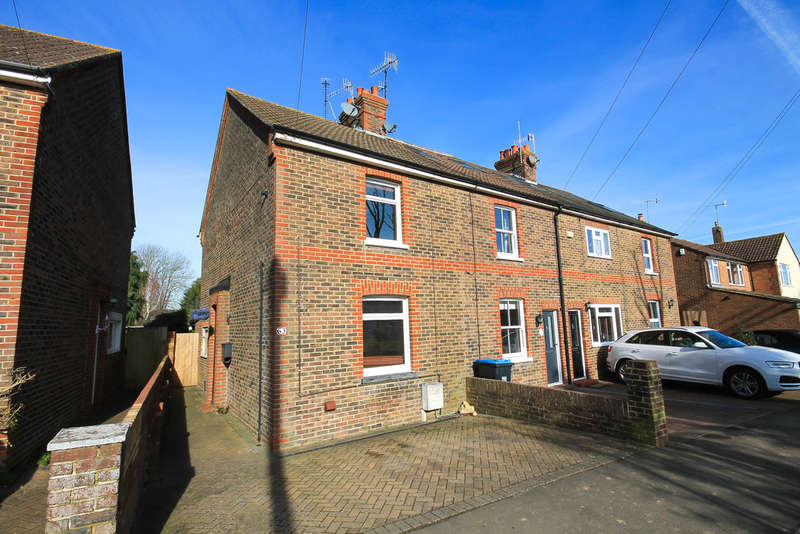 2 Bedrooms End Of Terrace House for sale in Bakers Lane, Lingfield