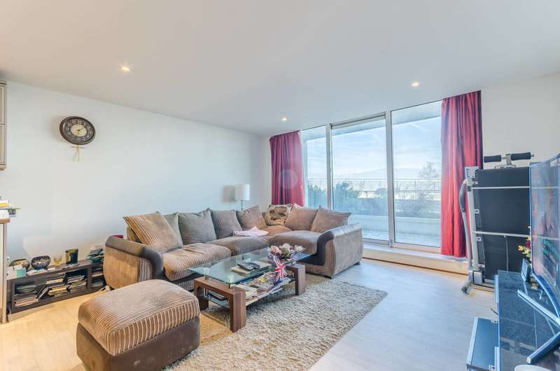 2 Bedrooms Flat for sale in Fathom Court, Royal Docks, E16