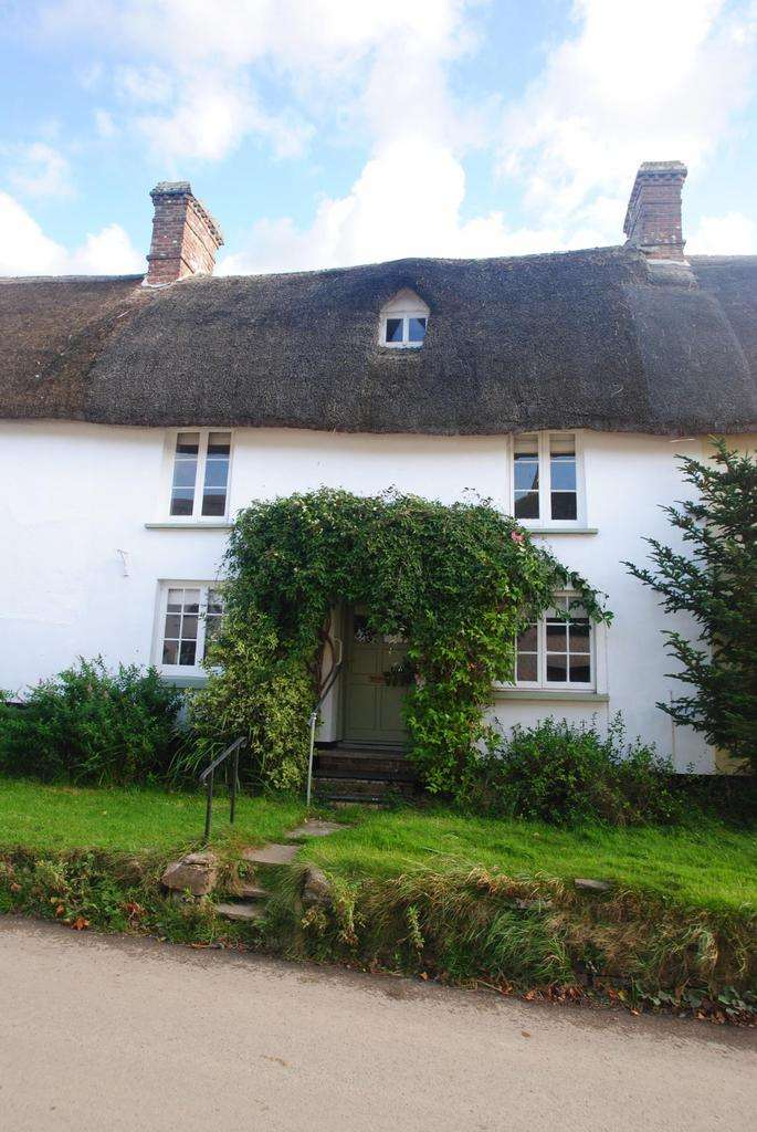 2 Bedrooms Terraced House for sale in South Street, Sheepwash