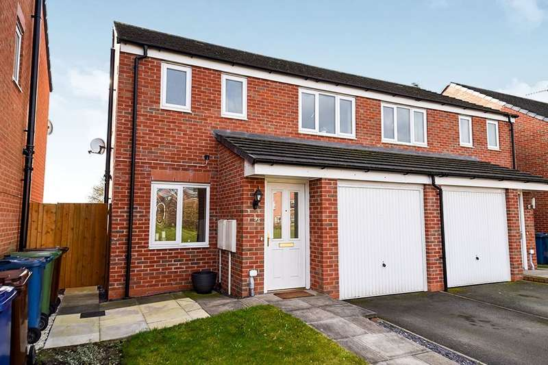 3 Bedrooms Semi Detached House for sale in Fieldhouse Way, Stafford, ST17