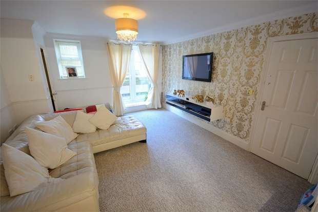 3 Bedrooms Flat for sale in Glen Fern Road, Bournemouth, Dorset