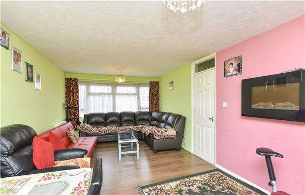 2 Bedrooms Flat for sale in Nuffield Road, Headington, Oxford, OX3 8RQ