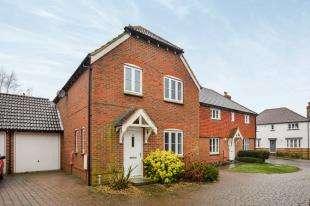 3 Bedrooms Link Detached House for sale in Badgers Den, Ashford, Kent