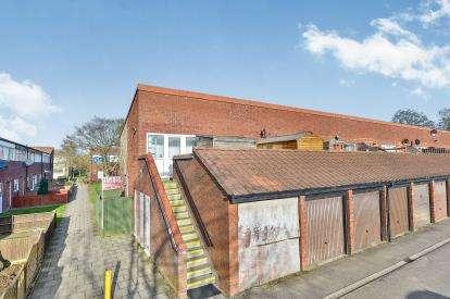 1 Bedroom Maisonette Flat for sale in Barkers Croft, Greenleys, Milton Keynes, Buckinghamshire