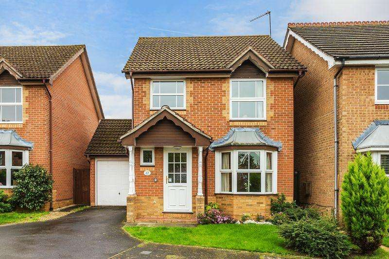 3 Bedrooms Detached House for sale in Cater Gardens, Guildford