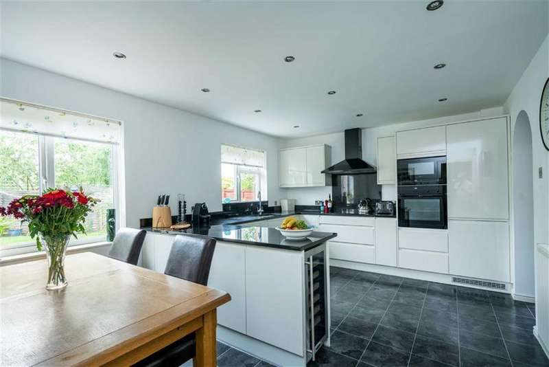 4 Bedrooms Detached House for sale in Marconi Way, St Albans, Hertfordshire