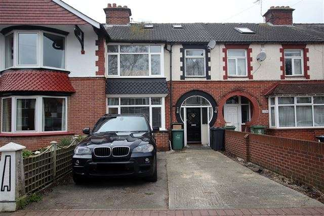 3 Bedrooms Terraced House for sale in Highbury Grove, Cosham. Portsmouth, Hampshire, PO6 2RX