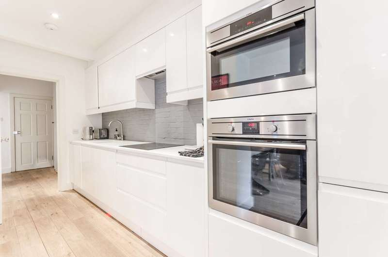 2 Bedrooms Flat for rent in Beresford Road, Islington, N5