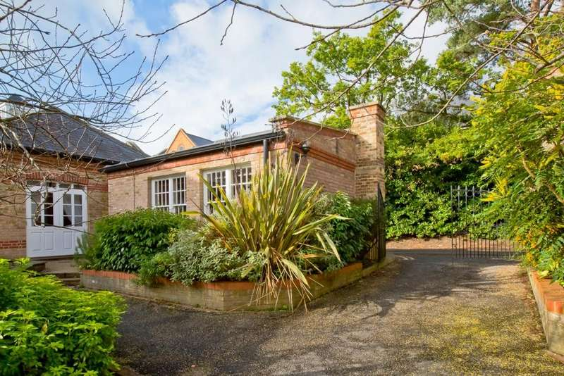 2 Bedrooms Mews House for sale in Southdowns Park, Haywards Heath, RH16