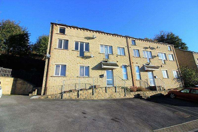 2 Bedrooms Flat for sale in High Fields, Sowerby Bridge