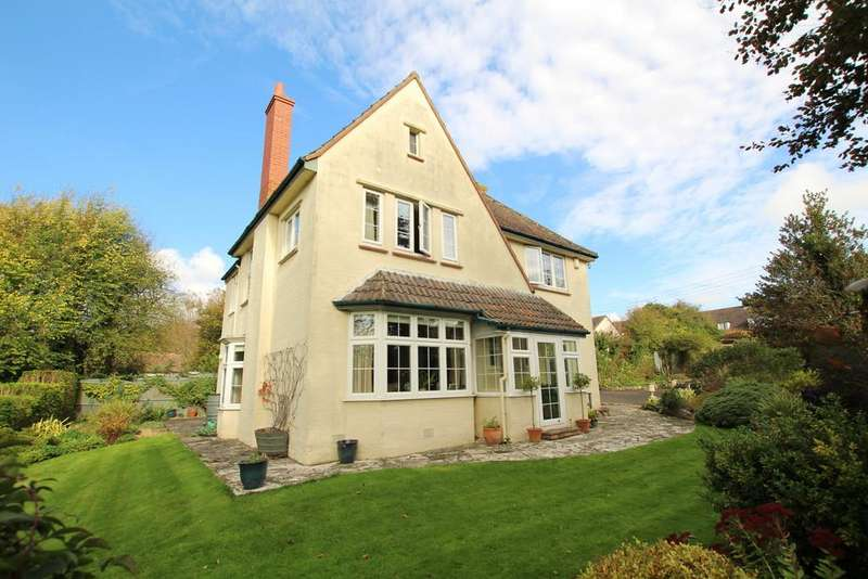 4 Bedrooms Detached House for sale in Homely rural retreat in the heart of the village
