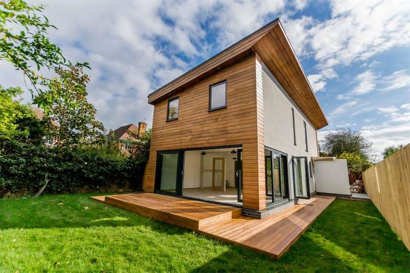 4 Bedrooms Detached House for sale in Rosedale Avenue, YORK