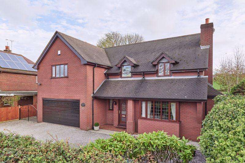 5 Bedrooms Detached House for sale in Godley Lane, Dilhorne