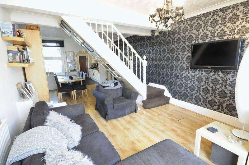 2 Bedrooms End Of Terrace House for sale in Sewardstone Street, Waltham Abbey