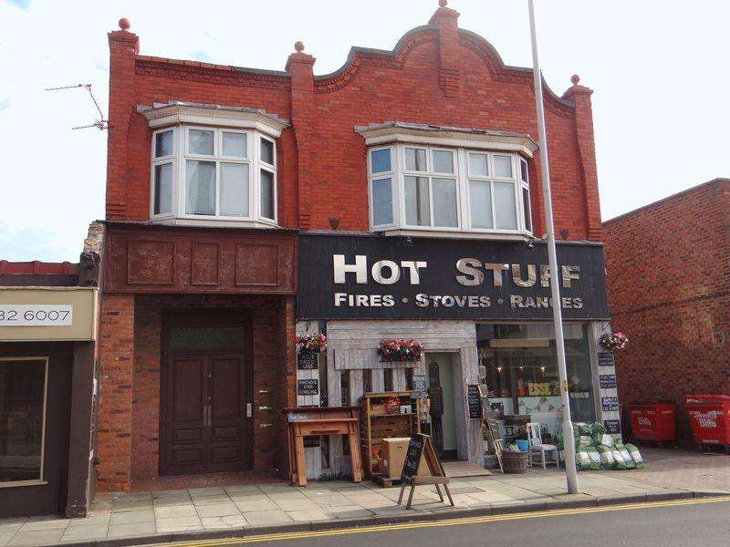 2 Bedrooms Apartment Flat for rent in Market Street, Hoylake