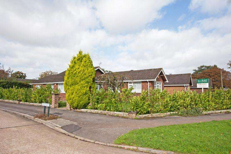 3 Bedrooms Detached Bungalow for sale in ****REDUCED*** Large Bungalow, Greenways, Henfield
