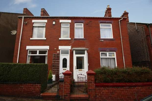 3 Bedrooms Terraced House for sale in Albert Street, Newcastle, Staffordshire, ST5 7JF