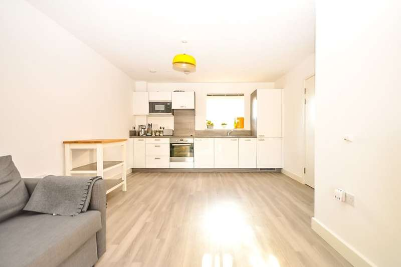 1 Bedroom Flat for sale in Lawrence Court Adenmore Road, London, SE6