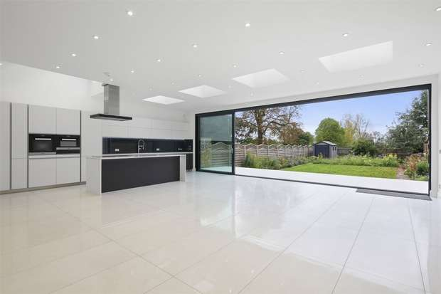 5 Bedrooms Detached House for rent in Popes Lane, Ealing