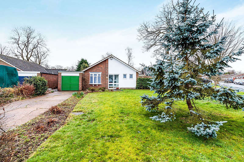 3 Bedrooms Detached Bungalow for rent in Silverbirch Avenue, Meopham, Gravesend, DA13