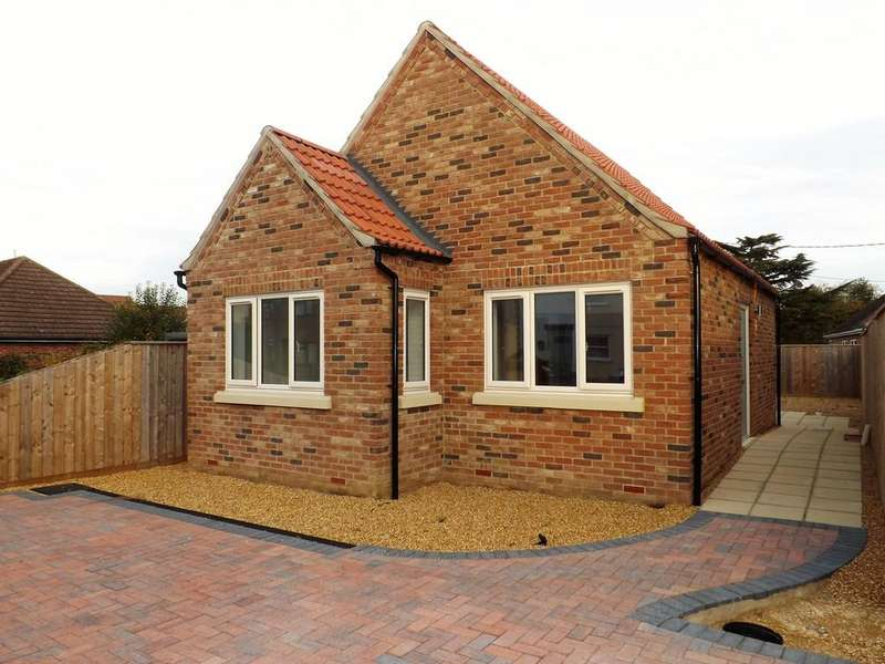 2 Bedrooms Detached Bungalow for sale in Gaultree Square, Emneth, Wisbech