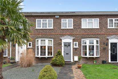 3 Bedrooms Terraced House for sale in Chiltern Gardens, Bromley