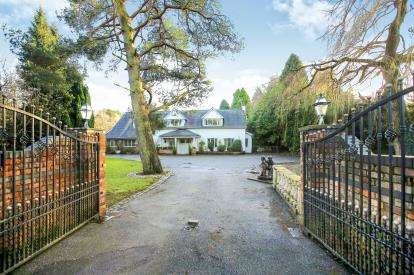 4 Bedrooms Detached House for sale in Newgate, Wilmslow, Cheshire, .