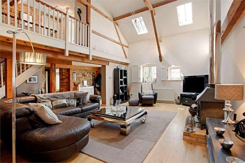 3 Bedrooms Barn Conversion Character Property for sale in The Barns, Curteys, Old Harlow