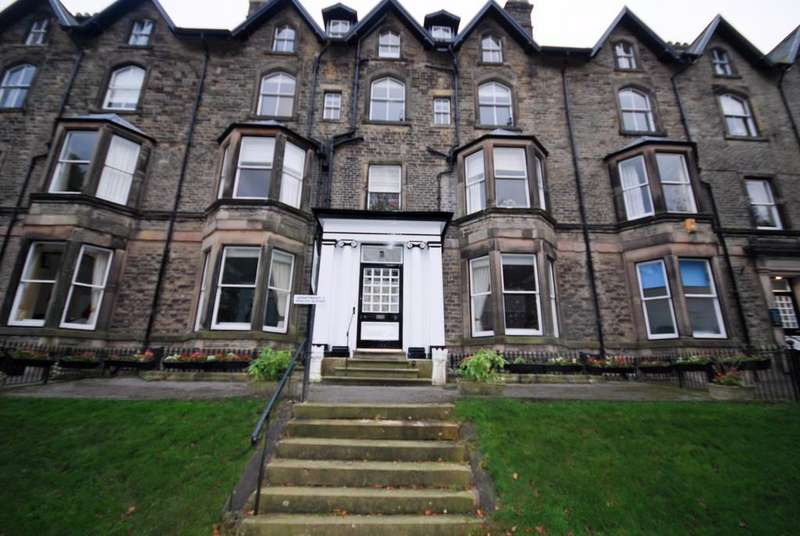 2 Bedrooms Apartment Flat for sale in Grosvenor Mansions, Broad Walk