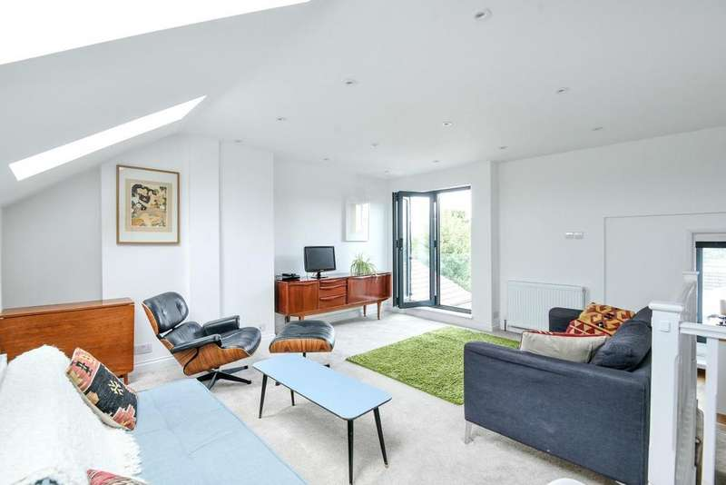 3 Bedrooms Flat for sale in St. Johns Road, Penge