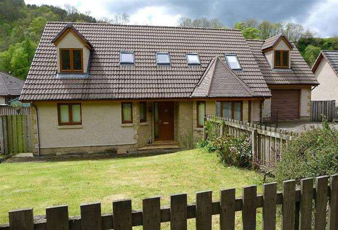 4 Bedrooms Detached House for sale in 24 Liddesdale Road, Hawick, TD9 0ES