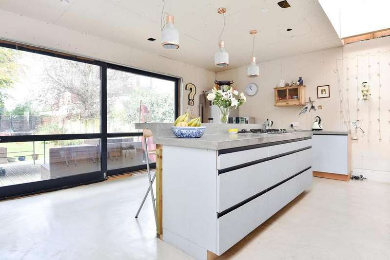 4 Bedrooms Semi Detached House for sale in Rockhampton Road, West Norwood