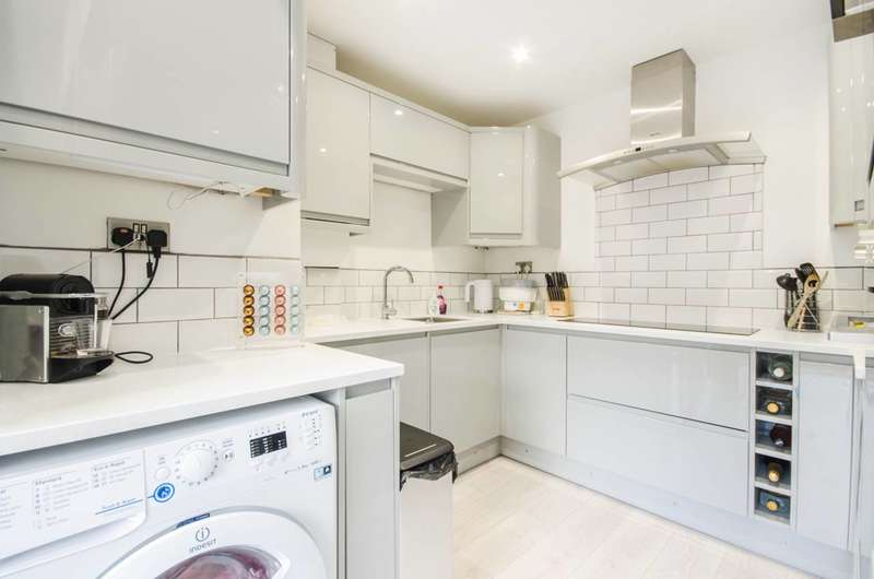 2 Bedrooms House for sale in Crossbrook Road, Kidbrooke, SE3