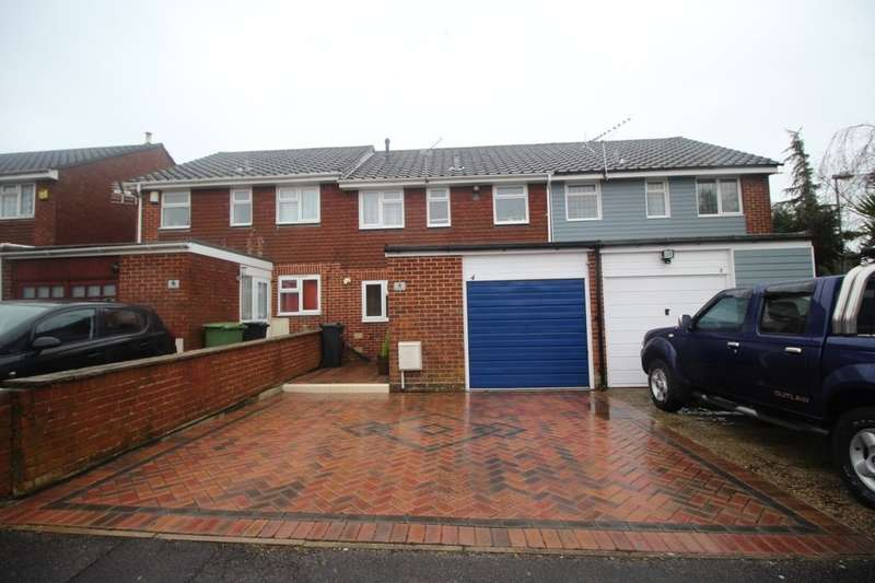3 Bedrooms Property for sale in Sedgefield Close, Portsmouth, PO6