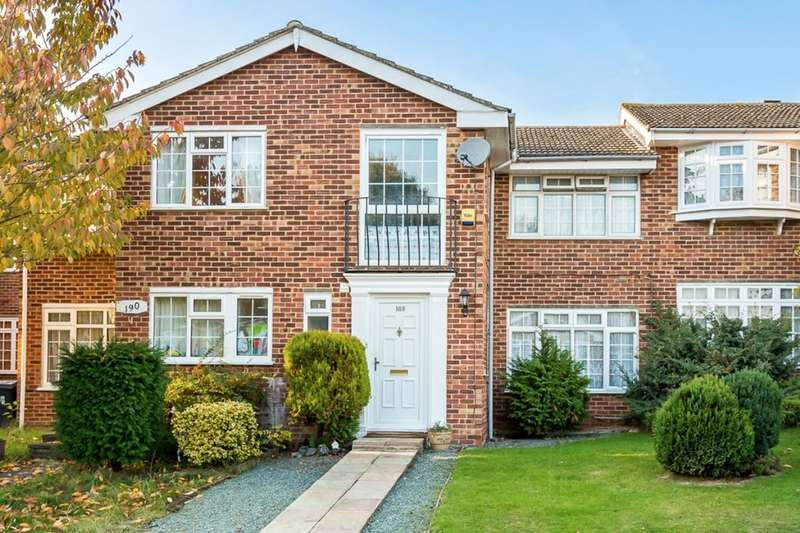 3 Bedrooms Property for rent in Gilders Road, Chessington, KT9