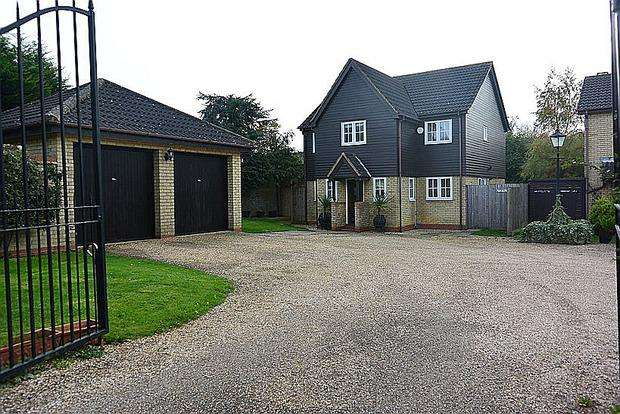 4 Bedrooms Detached House for sale in Laneside Hollow, East Hunsbury, Northampton, NN4