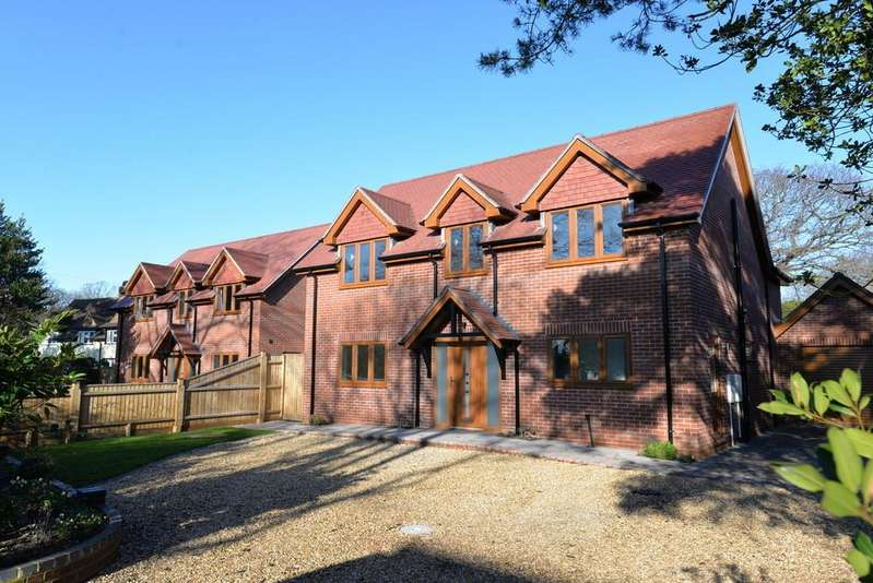 4 Bedrooms Detached House for sale in Shorefield Crescent, Milford on Sea