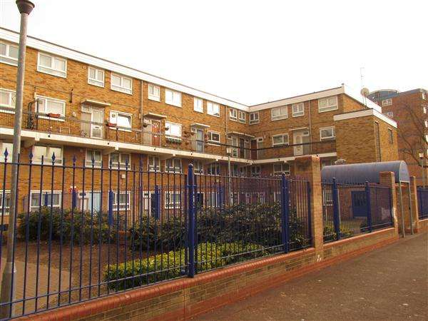 3 Bedrooms Flat for sale in Warrior Square, Manor Park, London