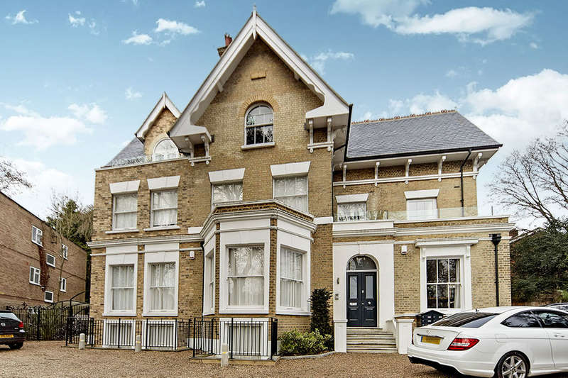 3 Bedrooms Flat for rent in Fox Hill, London, SE19
