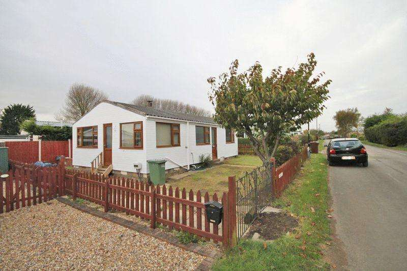 2 Bedrooms Chalet House for sale in MAIN ROAD, HUMBERSTON FITTIES