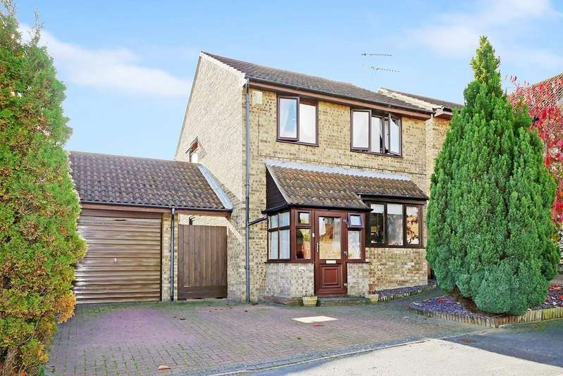 3 Bedrooms Detached House for sale in Field View Gardens, Beccles