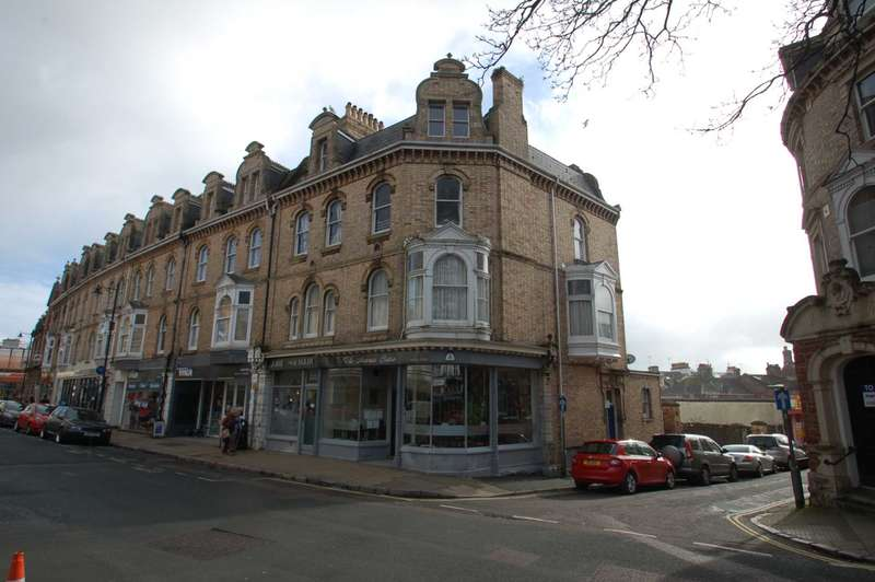 2 Bedrooms Apartment Flat for rent in Palace Ave Paignton
