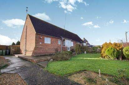 2 Bedrooms Bungalow for sale in Hook Street, Royal Wootton Bassett, Swindon, Wiltshire