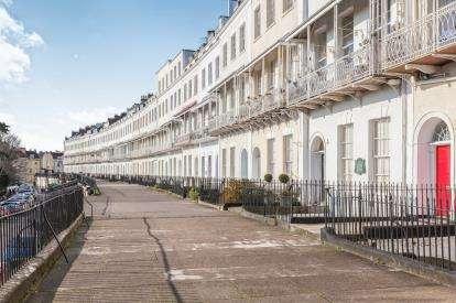2 Bedrooms Flat for sale in Royal York Crescent, Bristol