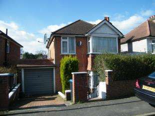 3 Bedrooms Detached House for sale in Campbell Road, Caterham, Surrey