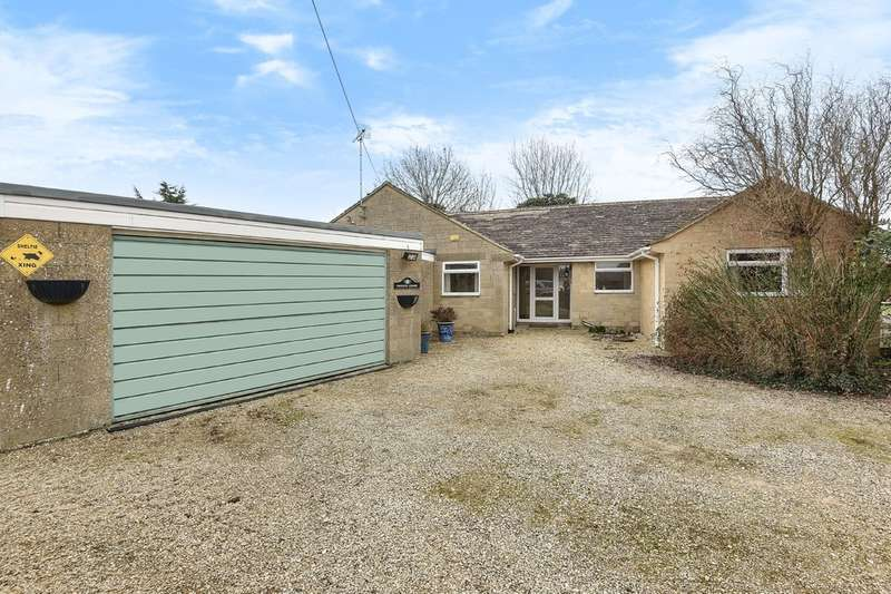 4 Bedrooms Detached Bungalow for sale in Castle Eaton