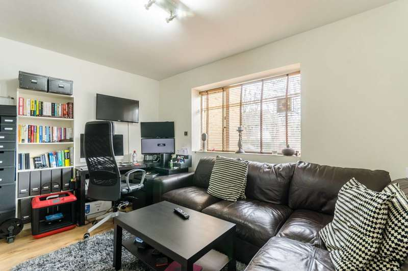 1 Bedroom Flat for sale in Aberdeen Park, Highbury, N5