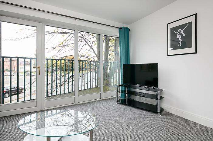 2 Bedrooms Serviced Apartments Flat for rent in Birch Hall Lane, Manchester M13