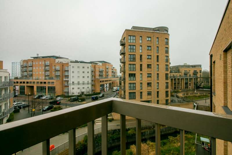 2 Bedrooms Flat for sale in Cabot Close, Croydon, Surrey, CR0